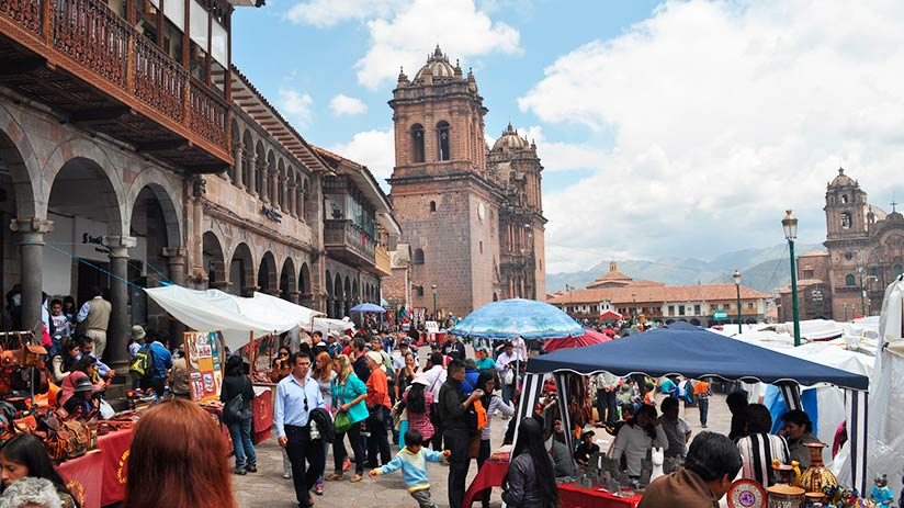 shopping during christmas in cusco
