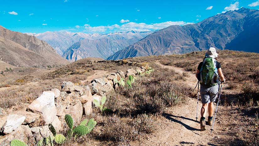 hiking independently colca canyon trek
