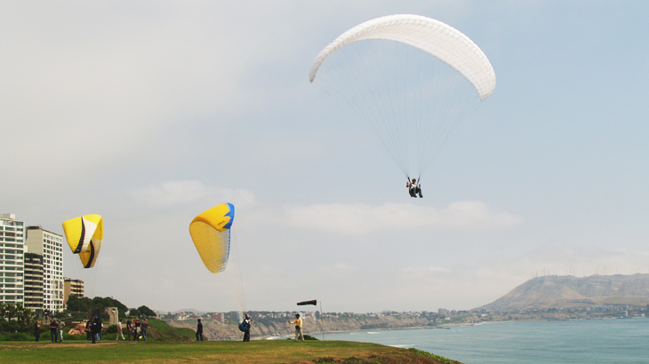 paragliding peru tourist attraction