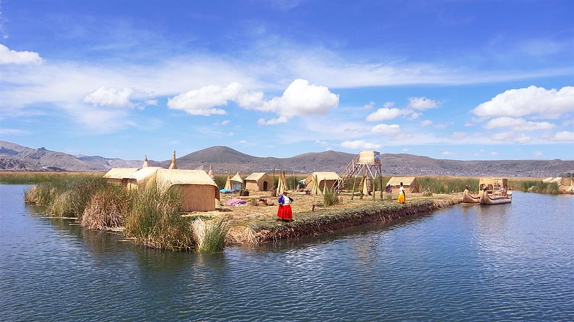 where is lake titicaca located