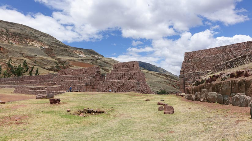piquillacta cusco archaeological sites