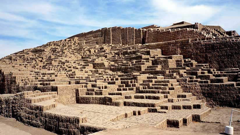 huaca pucllana tourist attractions in lima peru