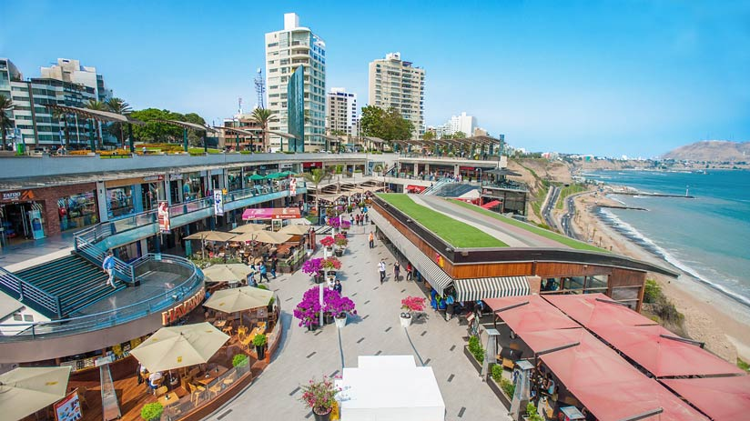 tourist attractions in lima peru beach