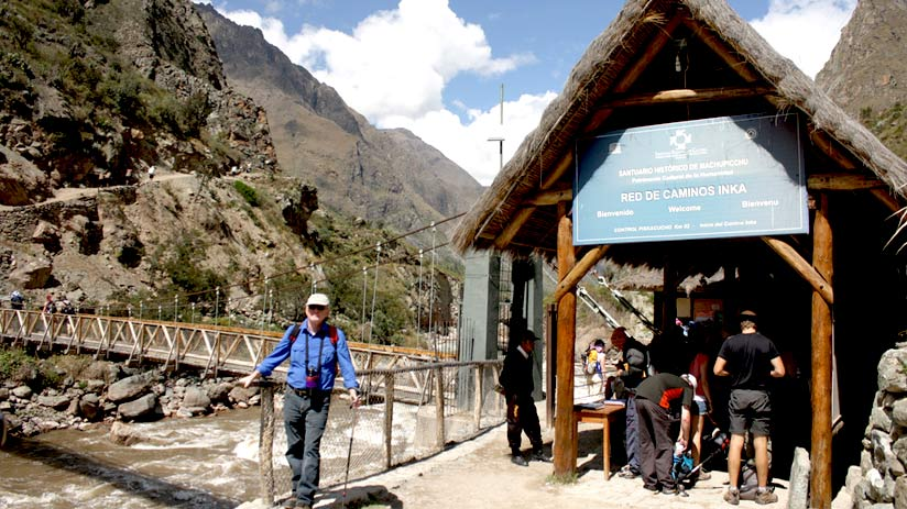 entrance to the road, how long is the inca trail