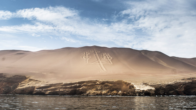 mysterious giant three pronged figure, things to do in paracas peru