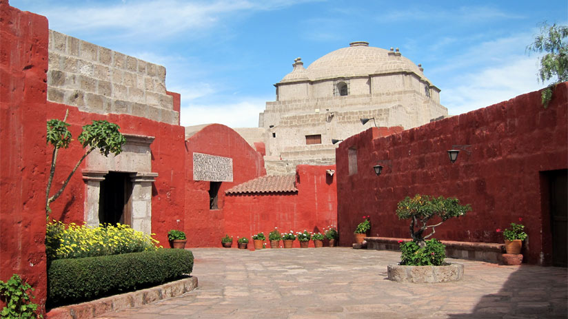 a things to do in arequipa is visit santa catalina monastery