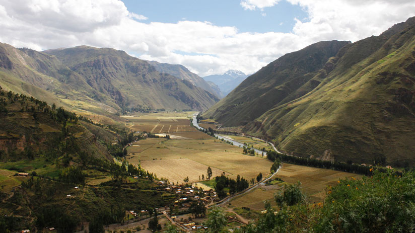 the sacred valley is a tourist place, when to travel to Peru