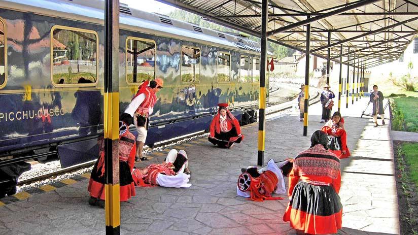 visiting machu picchu train
