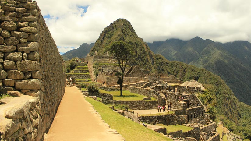 visit machu picchu in your holidays to peru from uk