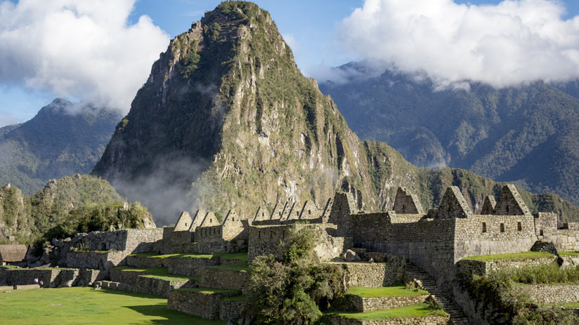 visit peru and machu picchu citadel