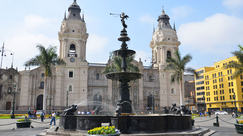 travel to lima peru and visit de main square of the capital