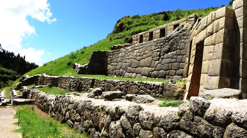 sacsayhuaman and other inca ruins around to visit