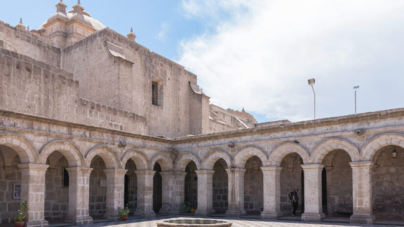 tourist attractions in arequipa iglesia compania
