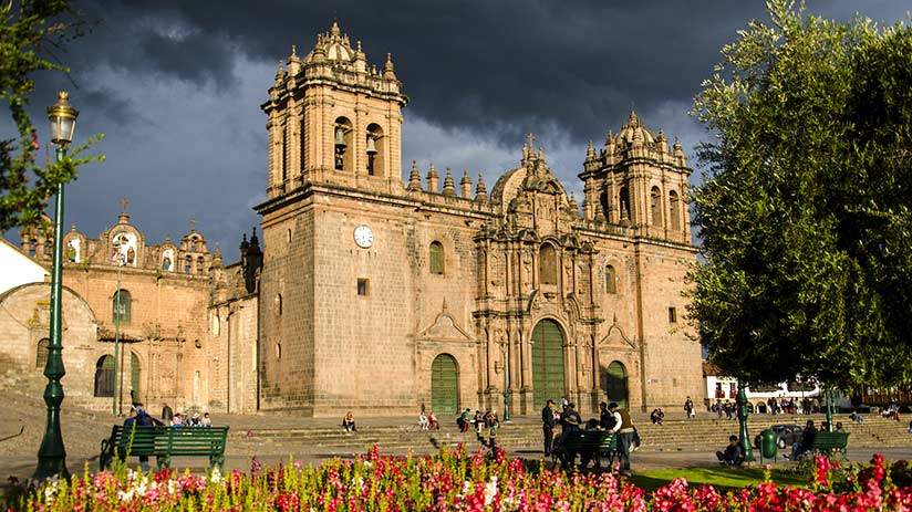 city tour in cusco cathedral