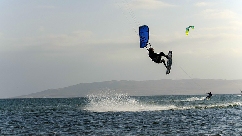 kitesurf in paracas flying