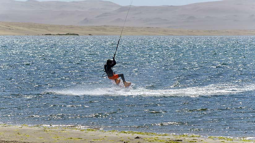 kitesurf-in-paracas