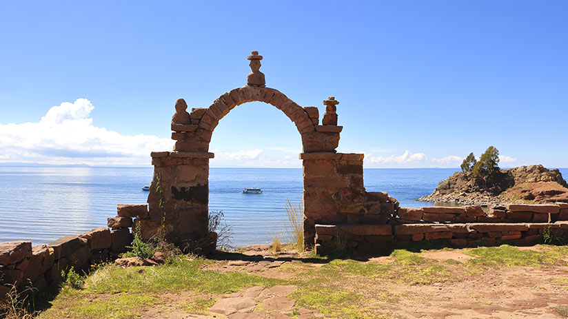 lake titicaca floating islands taquile