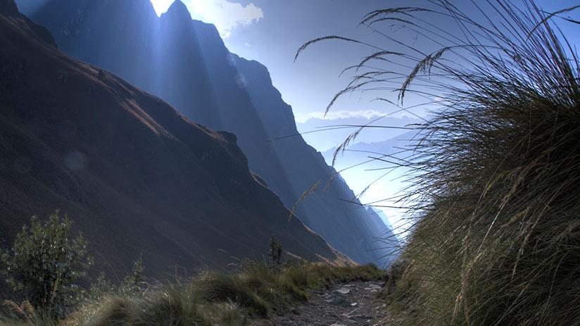 walking the inca trail path