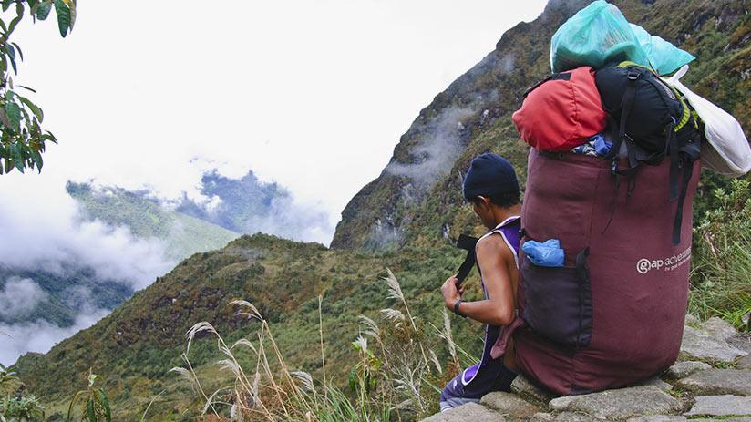 walking the inca trail porters