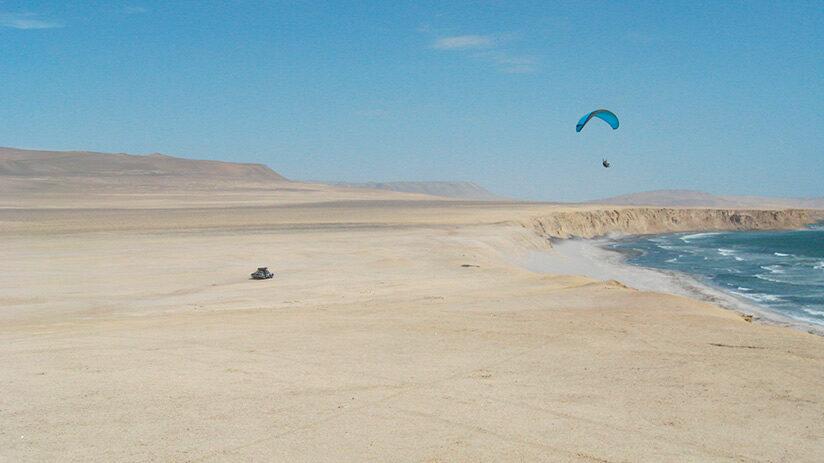 paragliding-in-paracas-national-reserve-tour