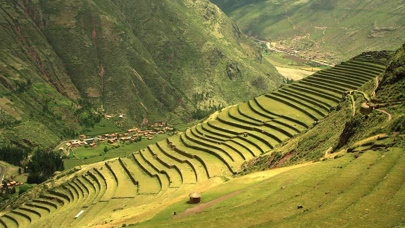 pisac ruins in cusco