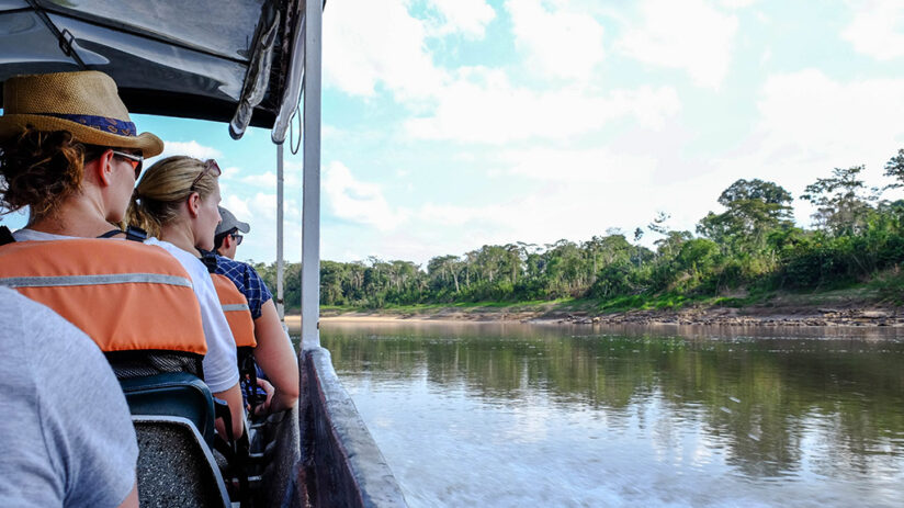 tambopata national reserve river cruise