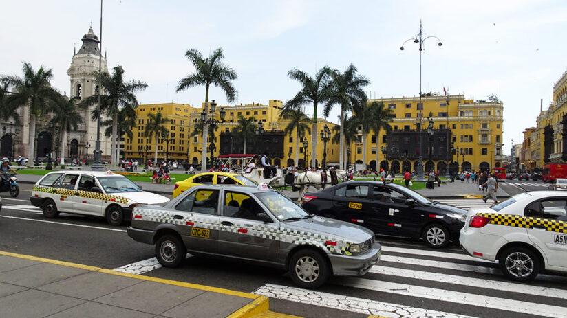 travel around peru by car