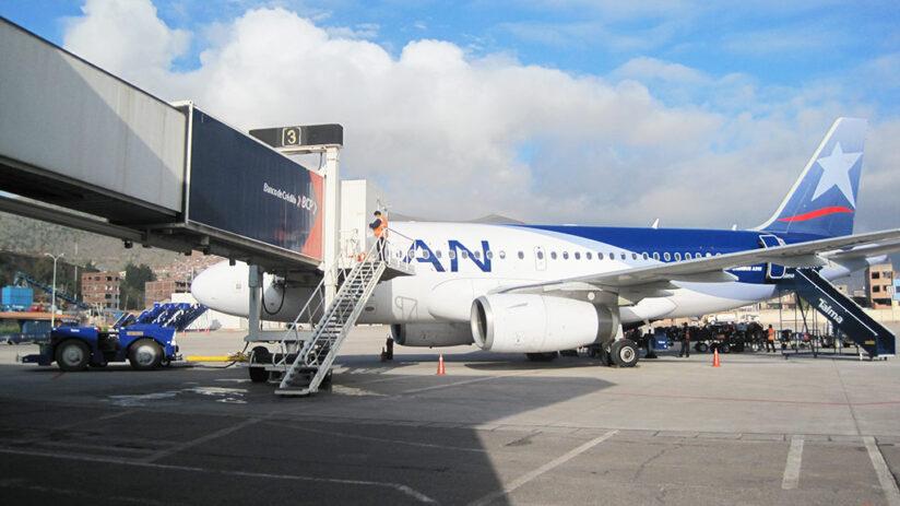 travel around peru by plane