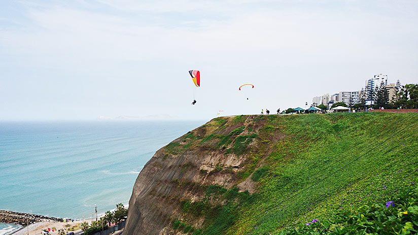 short vacation ideas paragliding in lima