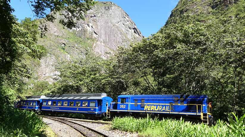 train to machu picchu peru rail