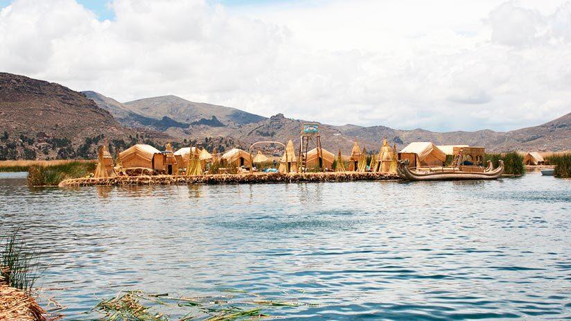 tourist attractions in peru lake titicaca