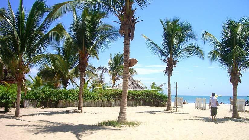 tourist sites in peru mancora