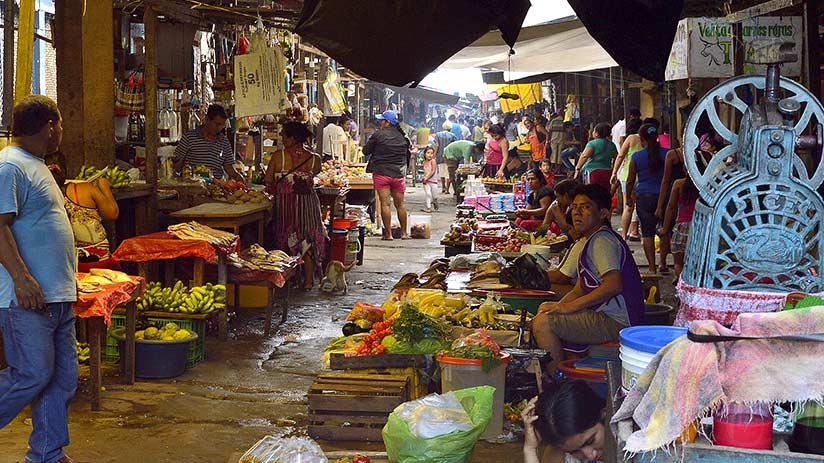 things to do in iquitos belen market