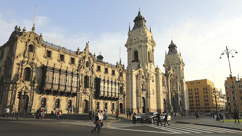things to see in lima plaza mayor