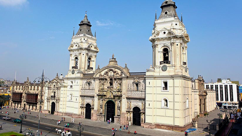 plaza de armas in lima cathedral