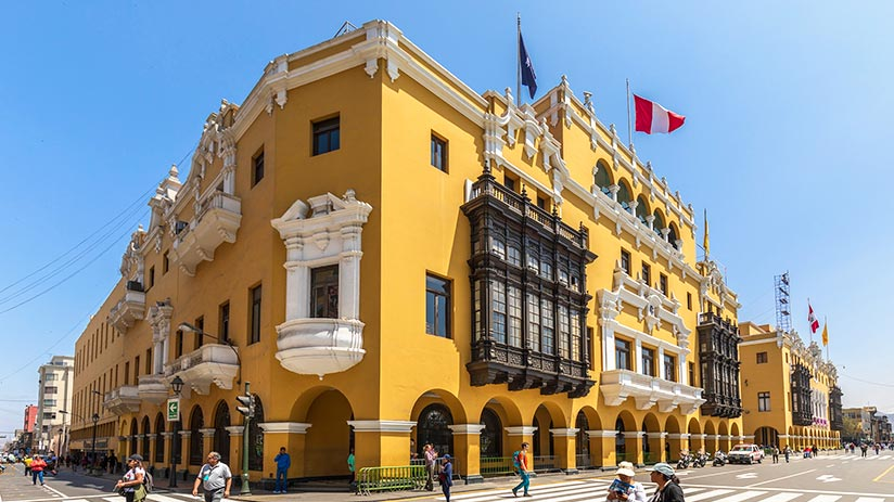 plaza de armas in lima municipal palace
