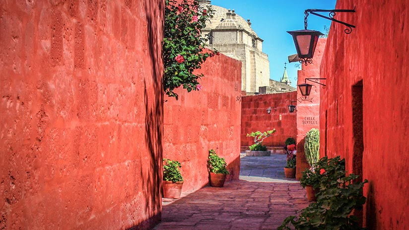 walking tour in arequipa santa catalina monastery
