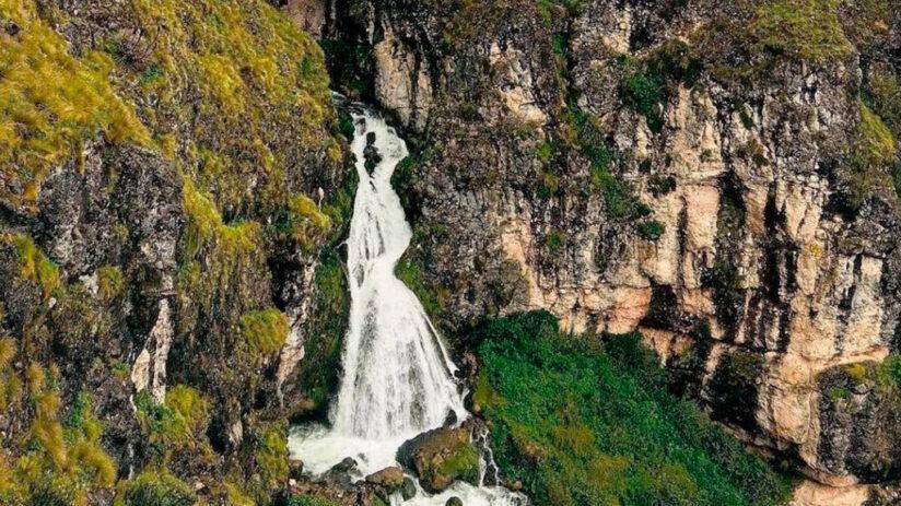 bride veil waterfalls in peru