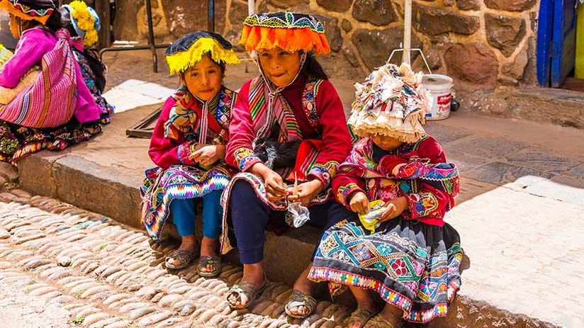 peruvian traditional clothes ojotas