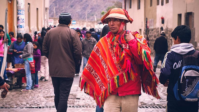 peruvian traditional clothes poncho