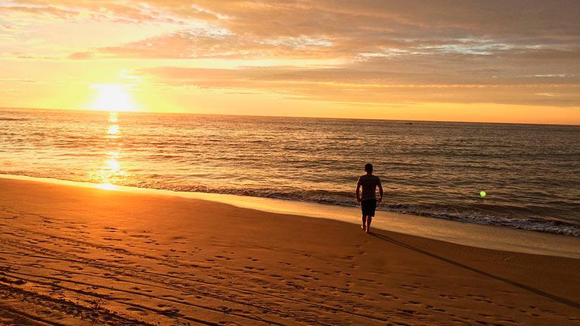 popular places in peru mancora beach