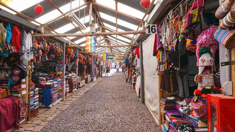 markets in cusco huancaro
