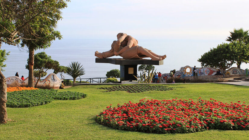 things to do in lima parque del amor