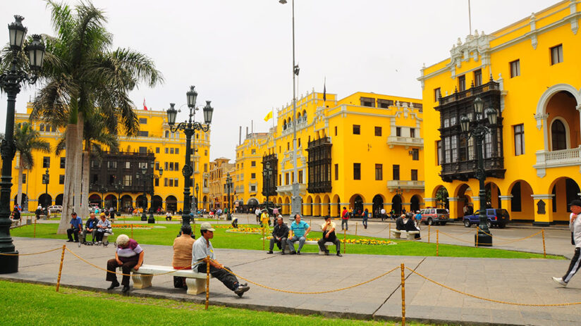 about plaza de armas in lima