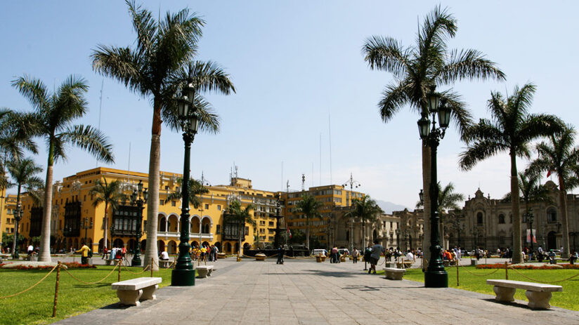 how to get to plaza de armas in lima