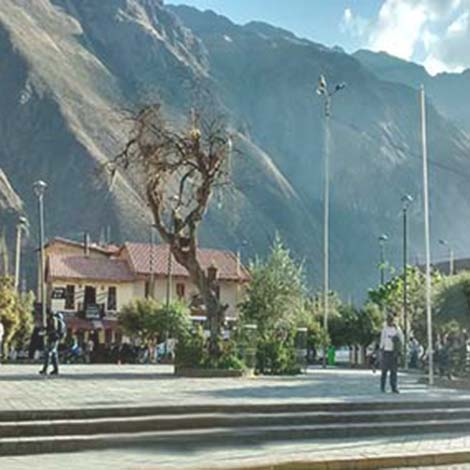 The Plaza de Armas ollantaytambo